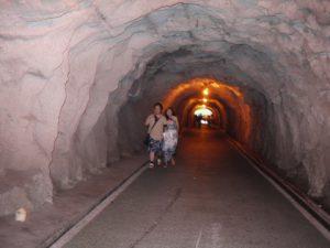 コロンス島内のトンネルの中